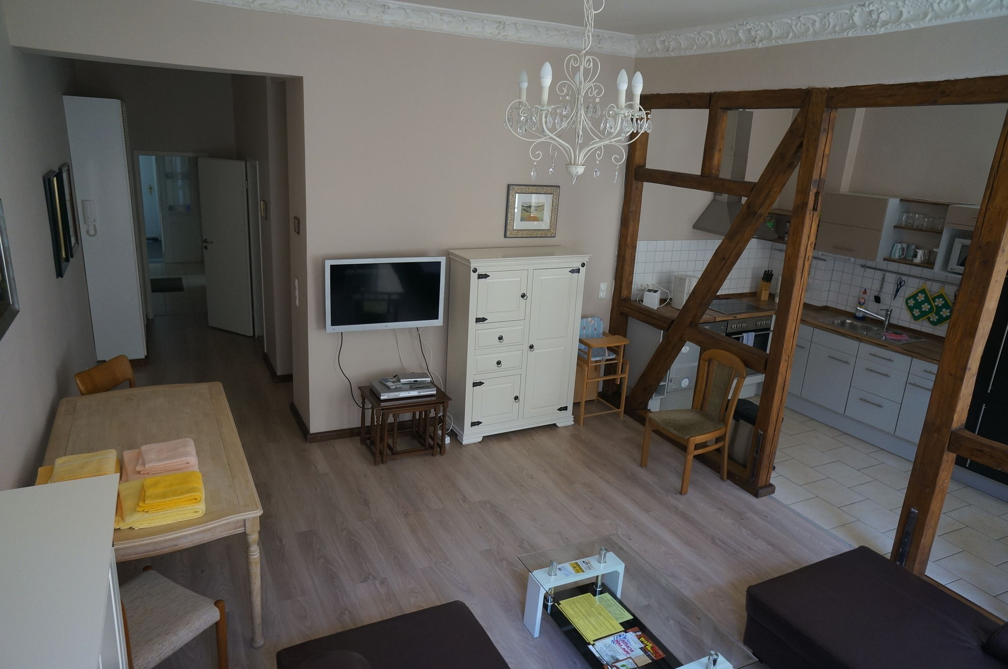 3 grosse Ferienwohnungen mit je 2 Schlafzimmer und je 6 ...