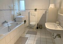GROßE APARTMENTS + FREE PARKING + FREE CLEANING Bild 2